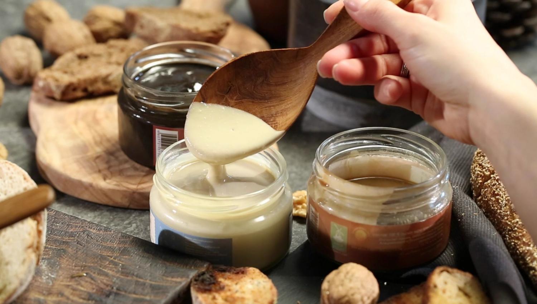 лакомство из тертых семян или орехов